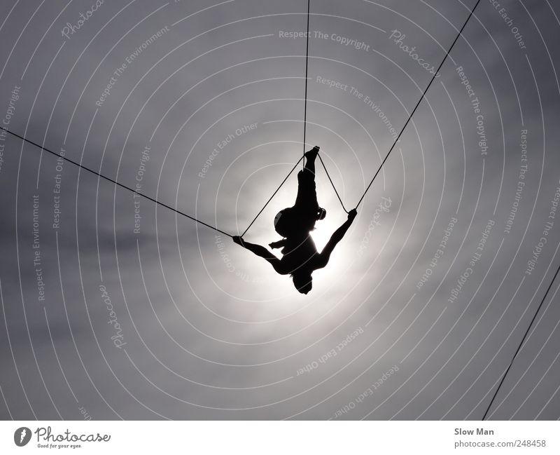 Seiltänzerin II Frau Erwachsene Sport fliegen hoch Klettern Konzentration Mut Bühne Gleichgewicht Willensstärke Bergsteigen Artist Zirkus Höhe Expedition