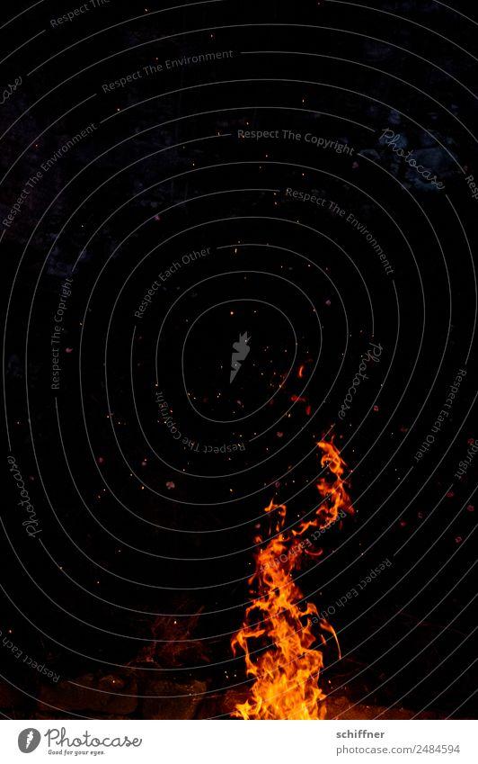 Feuer Werk - Der Rest vom Fest Nachthimmel dunkel heiß orange schwarz Brand Feuerwerk Feuerwehr Feuerstelle Flamme Wärme Lagerfeuerstimmung Außenaufnahme