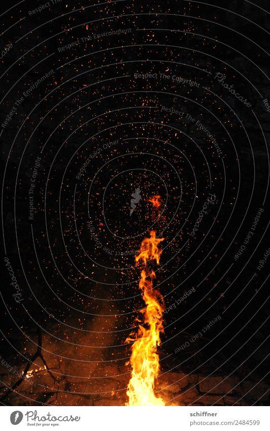 Feuer Werk III Nachthimmel heiß gelb orange schwarz Brand Feuerwerk Feuerwehr Feuerstelle Feuersturm Lagerfeuerstimmung Außenaufnahme Menschenleer