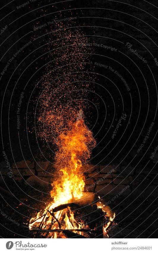 Feuer Werk II Nachthimmel heiß gelb orange weiß Brand Feuerwerk Feuerwehr Feuerstelle Feuersturm Lagerfeuerstimmung Außenaufnahme Menschenleer