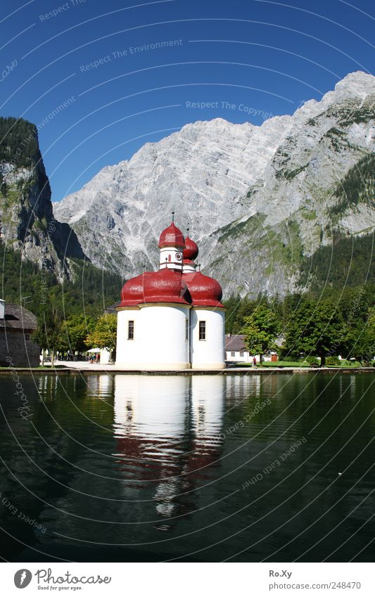 Schifffahrt nach St. Bartholomä Himmel Natur Wasser Baum Sommer Berge u. Gebirge Landschaft See Ausflug wandern Tourismus Schwimmen & Baden Kirche fahren Alpen beobachten