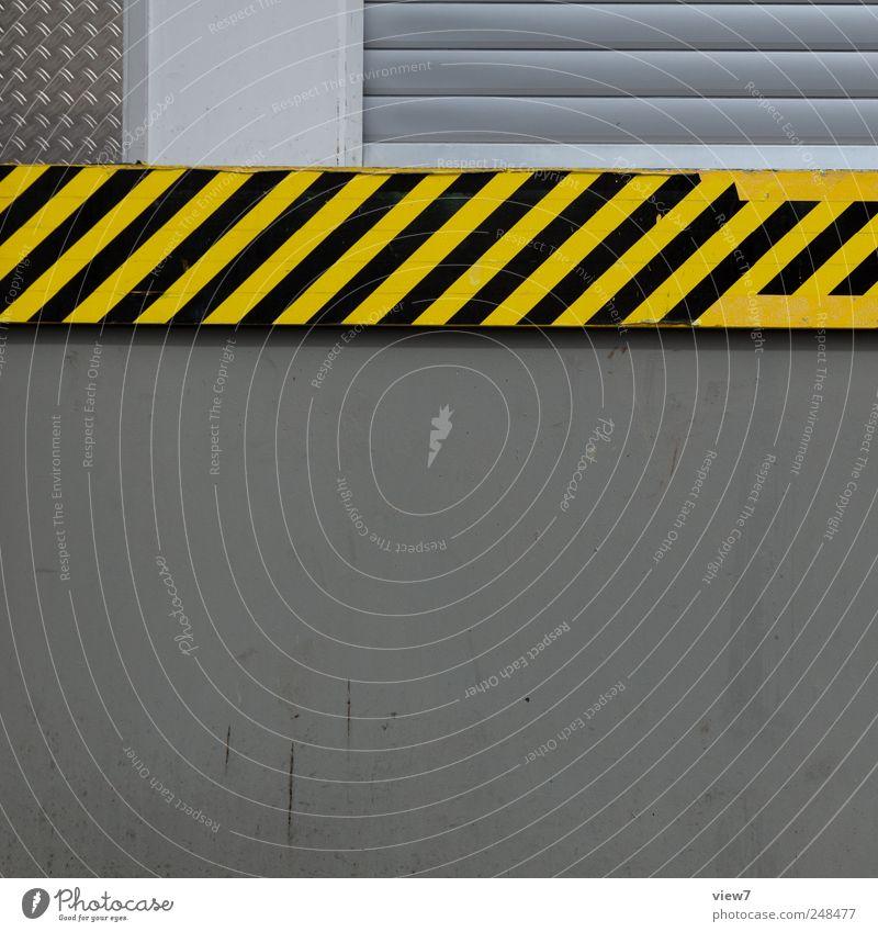 stripes Haus Industrieanlage Gebäude Mauer Wand Fassade Stein Beton Schilder & Markierungen Hinweisschild Warnschild Linie Streifen alt authentisch einfach