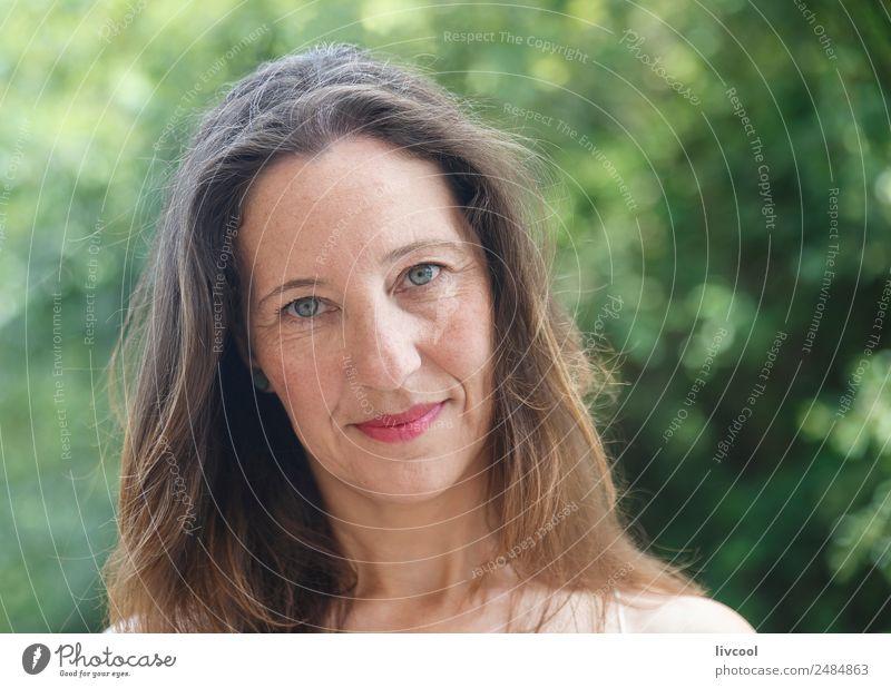 Frau Mensch Natur Sommer schön grün Baum Erotik Blatt ruhig Gesicht Erwachsene Lifestyle Senior feminin Glück