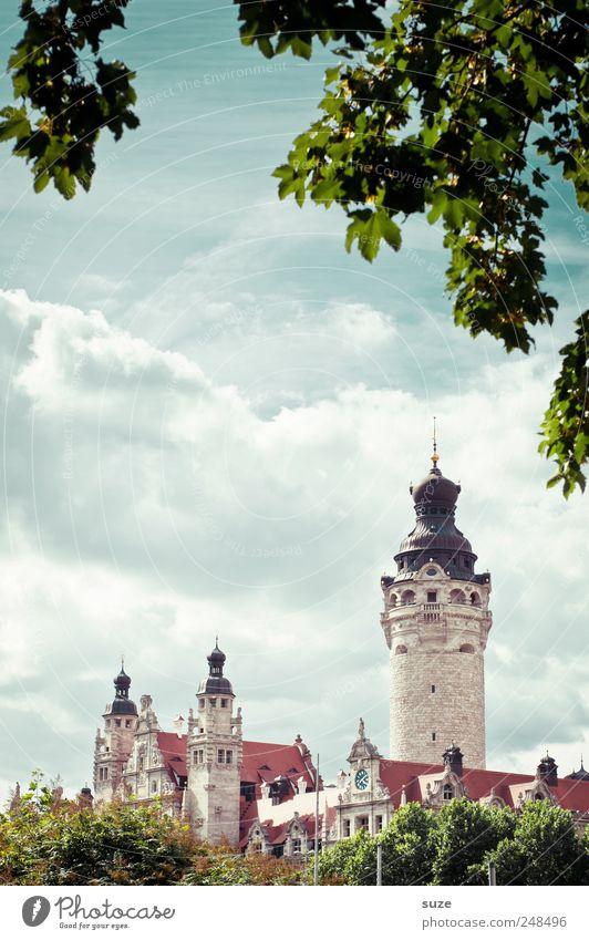 Es war einmal ... Sightseeing Kultur Umwelt Himmel Wolken Baum Sträucher Blatt Rathaus Turm Architektur Wahrzeichen historisch grün Leipzig Sachsen Märchen