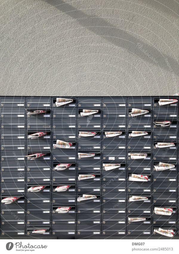 Briefkasten Sommer Stadt Haus Architektur Leben Wand Herbst Gebäude Mauer grau Fassade Arbeit & Erwerbstätigkeit Design Hochhaus Technik & Technologie Bauwerk