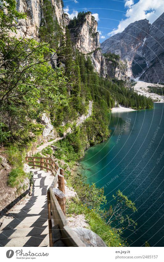 Berg ab Ferien & Urlaub & Reisen Ausflug Ferne Sommer Sommerurlaub Berge u. Gebirge wandern Natur Landschaft Felsen Alpen Dolomiten Seeufer Pragser Wildsee