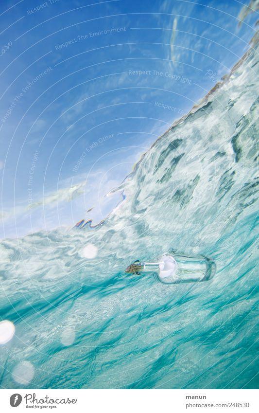 Flaschenpost Post Informationsaustausch Kontakt Postbote Kommunikationsmittel Wasser Himmel Meer Wellen Wasseroberfläche Papier Zettel Verpackung Kitsch