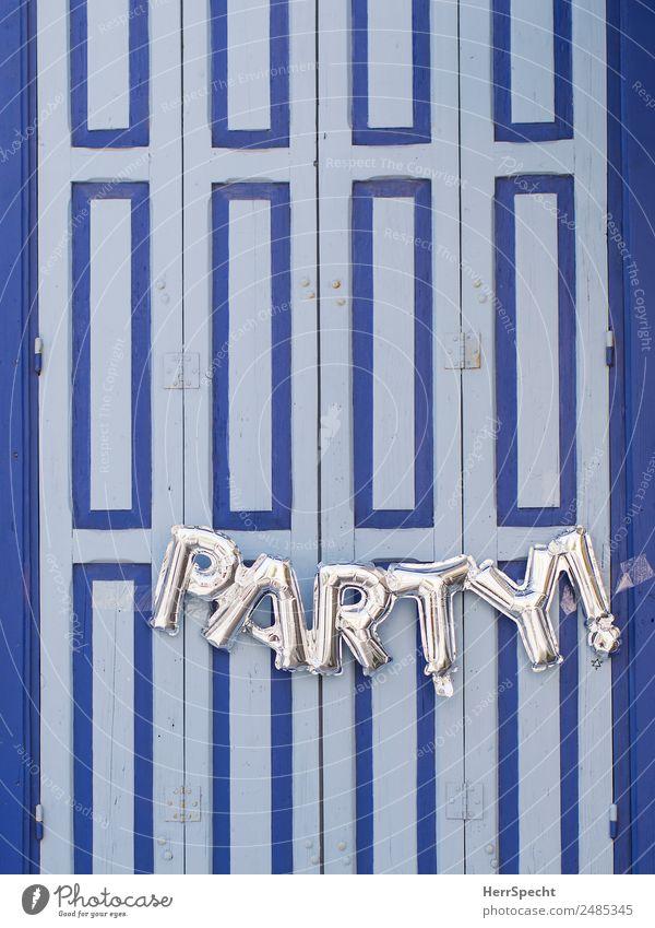 Let's party blau Haus Freude Fenster Holz Party Feste & Feiern Fassade retro Schriftzeichen Tür ästhetisch niedlich Hinweisschild Luftballon Altstadt