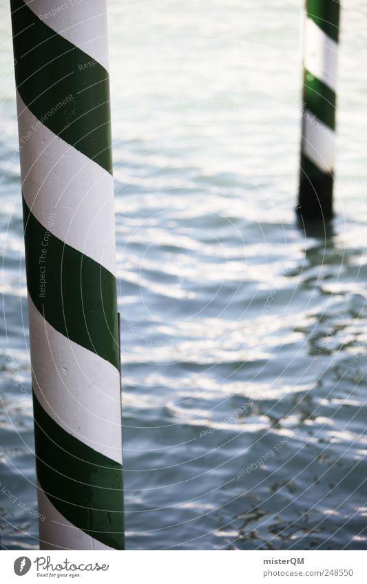 Venedig. Wasser grün weiß Meer ästhetisch Schifffahrt Anlegestelle Säule gestreift Gewässer Holzpfahl Lagune herausragen Canal Grande