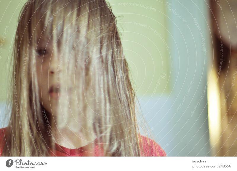 alien? Mensch Kind Jugendliche Mädchen Gesicht Auge Hintergrundbild Haare & Frisuren Kopf Kindheit Mund Nase geheimnisvoll gruselig 3-8 Jahre Volksglaube