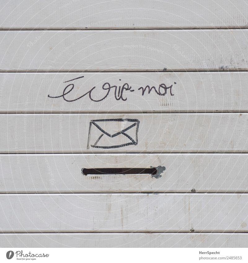 SCHREIB MIR Mauer Wand Briefkasten Metall Zeichen Schriftzeichen außergewöhnlich lustig trist Stadt grau Kreativität Schlitz Französisch schreiben