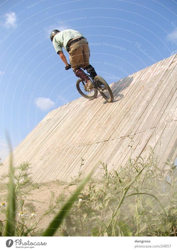 An der Wallride Motorradfahrer Fahrrad Fahrradfahren Mountainbike Jugendliche Freizeit & Hobby Sommer Extremsport Dirtbiking BMX