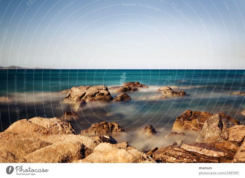 Cala Giunco Himmel Natur Wasser blau Strand Ferien & Urlaub & Reisen Meer Ferne Landschaft Küste braun Horizont Felsen Perspektive wild natürlich
