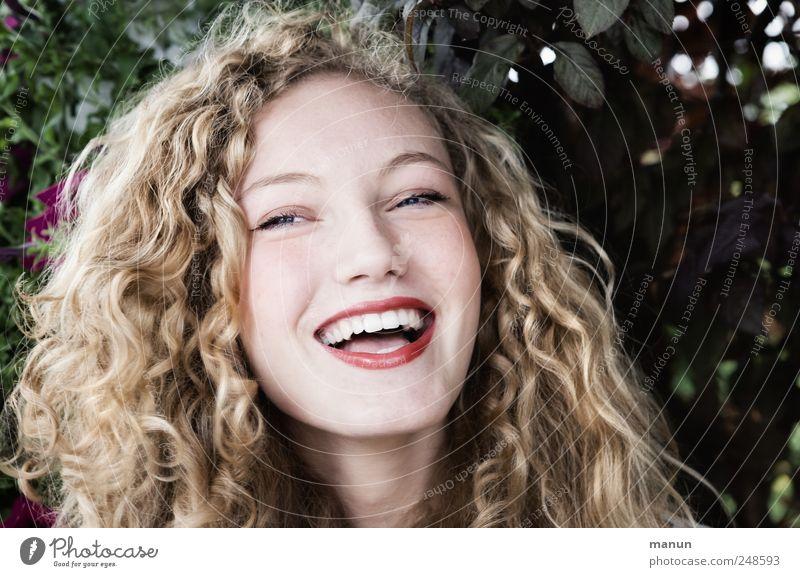 Sie hat gut lachen! Mensch feminin Junge Frau Jugendliche Kopf Haare & Frisuren Gesicht 1 blond langhaarig Locken Blick authentisch Freundlichkeit Fröhlichkeit