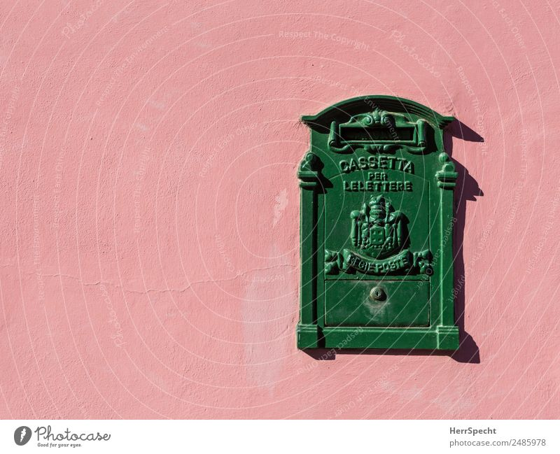 Schreib mal wieder! Häusliches Leben Wohnung Italien Mauer Wand Briefkasten Metall Zeichen Schriftzeichen Ornament schön einzigartig retro grün rosa Italienisch