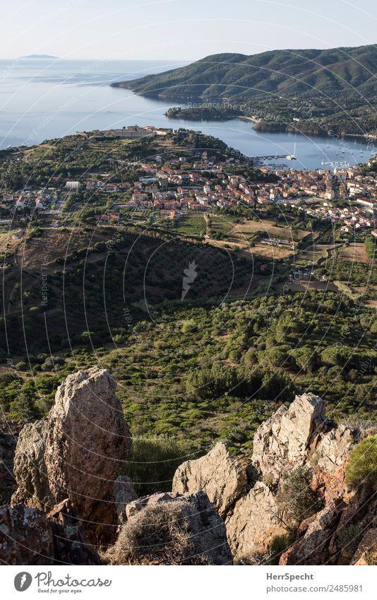 Fernblick Ferien & Urlaub & Reisen Tourismus Ausflug Abenteuer Ferne Freiheit Sommerurlaub Berge u. Gebirge wandern Hügel Felsen Gipfel Bucht Insel Elba