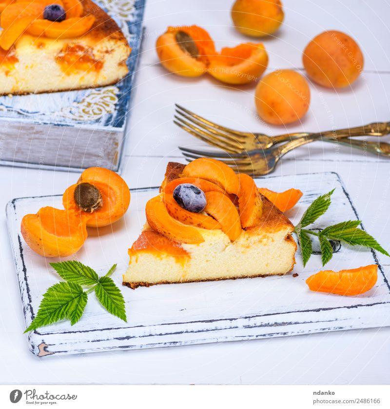 Kuchen aus Hüttenkäse und Aprikose Frucht Dessert Süßwaren Frühstück Gabel Tisch Essen frisch lecker gelb weiß appetitlich backen Bäckerei Käsekuchen