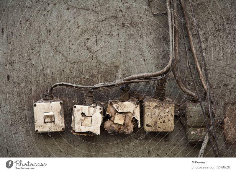 schaltzentrale Wand grau braun dreckig Energie Energiewirtschaft kaputt Elektrizität Kabel Technik & Technologie Quadrat Verfall Kernkraftwerk Lichtschalter