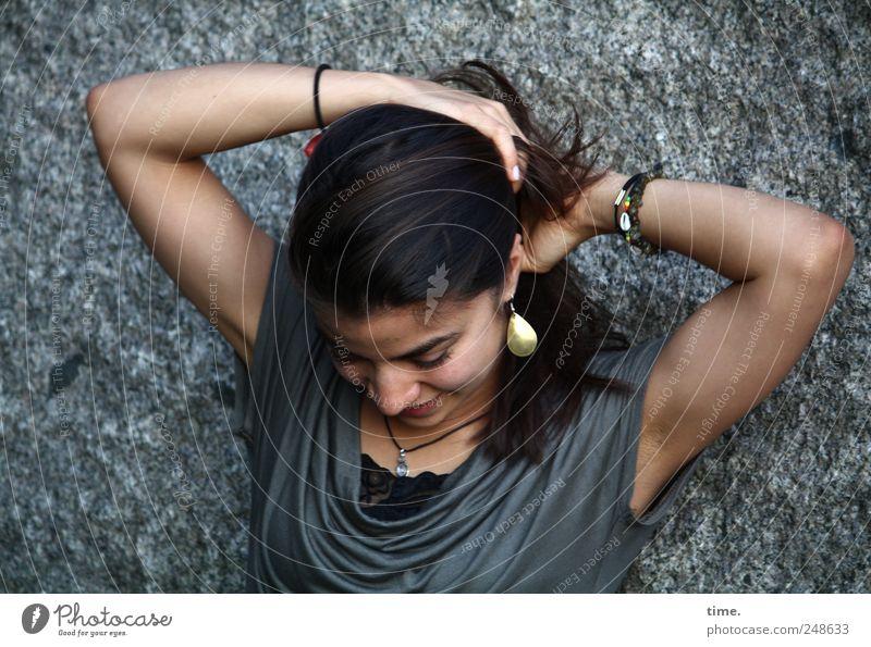 Stella Frau Mensch Hand Gesicht feminin Kopf Haare & Frisuren Stimmung Erwachsene Zufriedenheit Arme natürlich Schmuck Tiefenschärfe langhaarig 18-30 Jahre