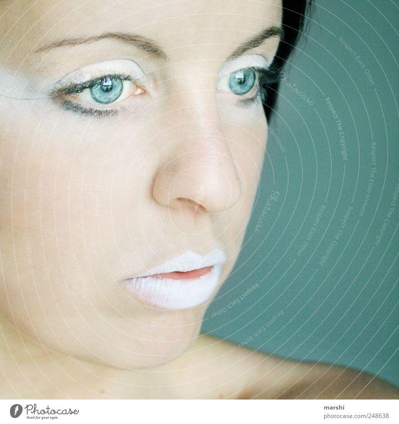 into the blue Frau Mensch weiß blau feminin Stil Kopf Erwachsene Mund Kraft Haut elegant leer Maske nachdenklich Schminke