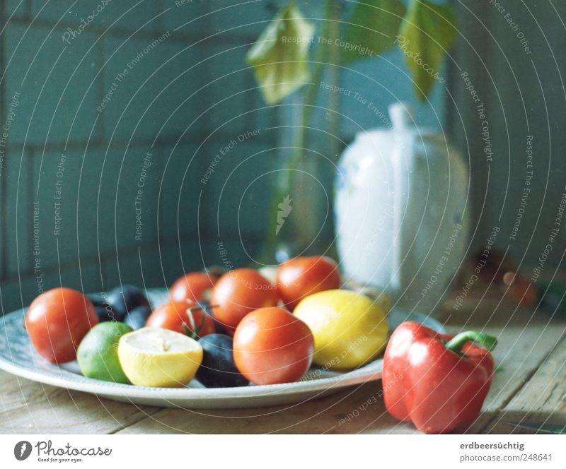 Stil(l) aus Gartenpotpourri Lebensmittel Gemüse Frucht Tomate Zitrone Pflaume Ernährung Teller Kaffeekanne Gesundheit harmonisch Wohlgefühl Sinnesorgane Sommer