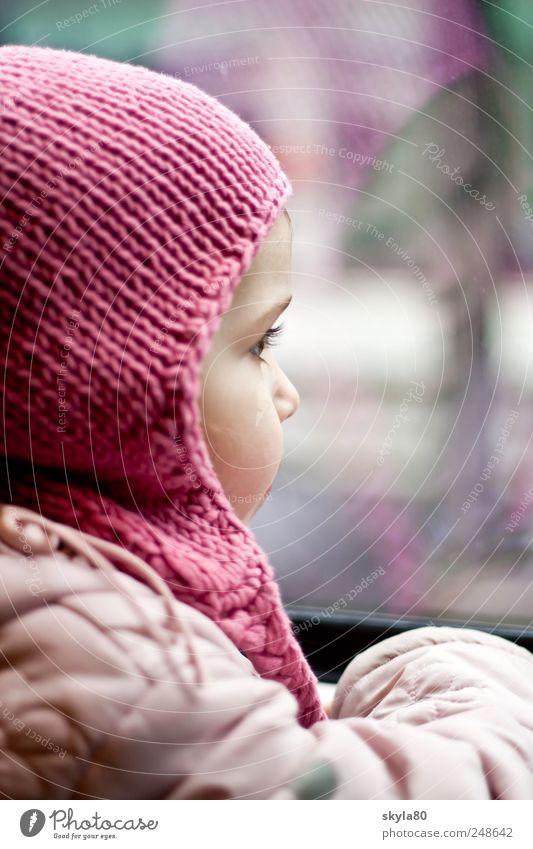 Fensterplatz Kind Ferien & Urlaub & Reisen Mädchen Reisefotografie Abteilfenster Kindheit Treppe Kindheitserinnerung Eisenbahn Kleinkind Mütze entdecken