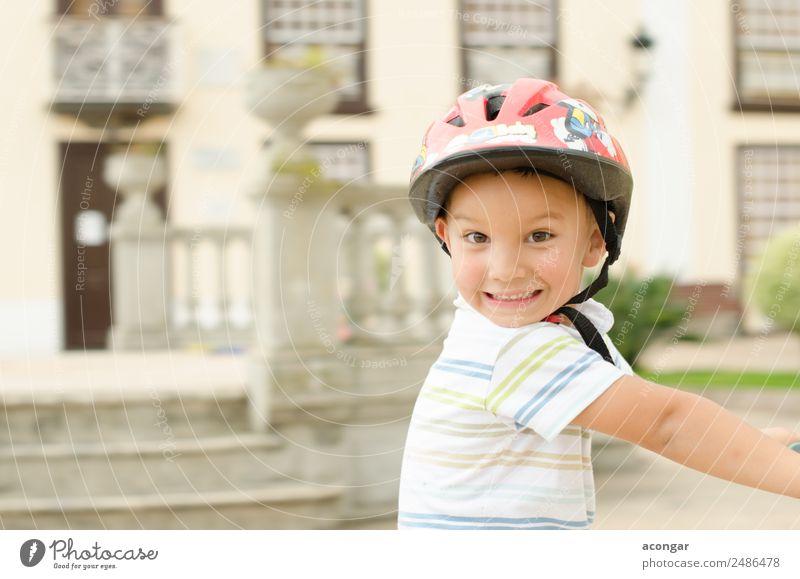 Ein lustiger Junge auf dem Fahrrad Freude Glück schön Gesicht Fahrradfahren Kind Mensch maskulin Kindheit 1 3-8 Jahre genießen Fröhlichkeit frisch Schutzhelm