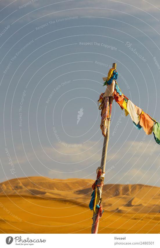 buddhistische banner auf dem badainsee miao, china Kultur Landschaft Himmel Wolken Herbst Wind Hügel See Wüste Platz Gebäude Dekoration & Verzierung Sand Fahne