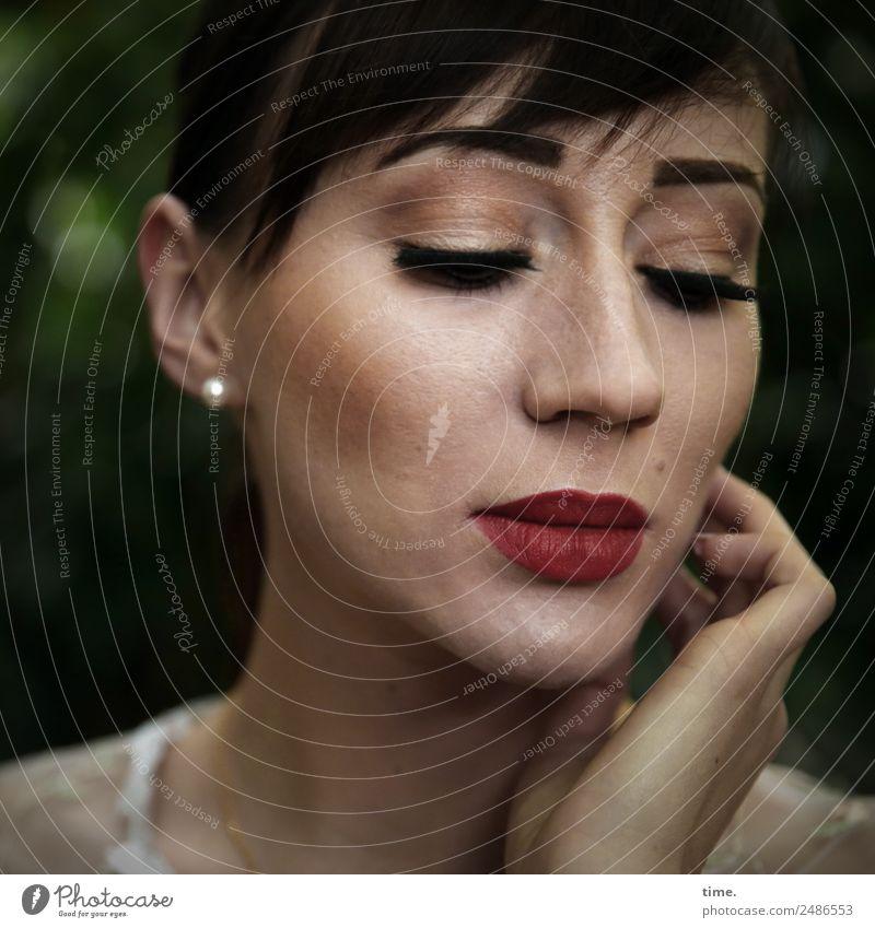 Nastya feminin Frau Erwachsene 1 Mensch Ohrringe brünett langhaarig Zopf träumen schön Sorge Trauer Schmerz Heimweh Einsamkeit Erschöpfung Farbfoto