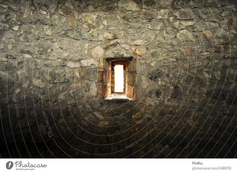 Burgfenster Ferien & Urlaub & Reisen Sightseeing Menschenleer Ruine Mauer Wand Fenster alt trist grau Gemäuer rustikal Stein blenden Lichtschein Burgmauer
