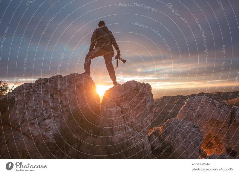 Fotograf im Berg bei Sonnenuntergang Glück Ferien & Urlaub & Reisen Tourismus Ausflug Abenteuer Freiheit Camping Sommer Berge u. Gebirge wandern Klettern