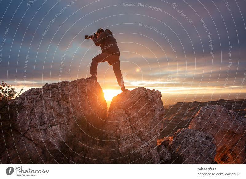 Himmel Natur Ferien & Urlaub & Reisen Mann Sommer Landschaft Berge u. Gebirge Erwachsene Glück Tourismus Freiheit Ausflug wandern Aussicht stehen Abenteuer