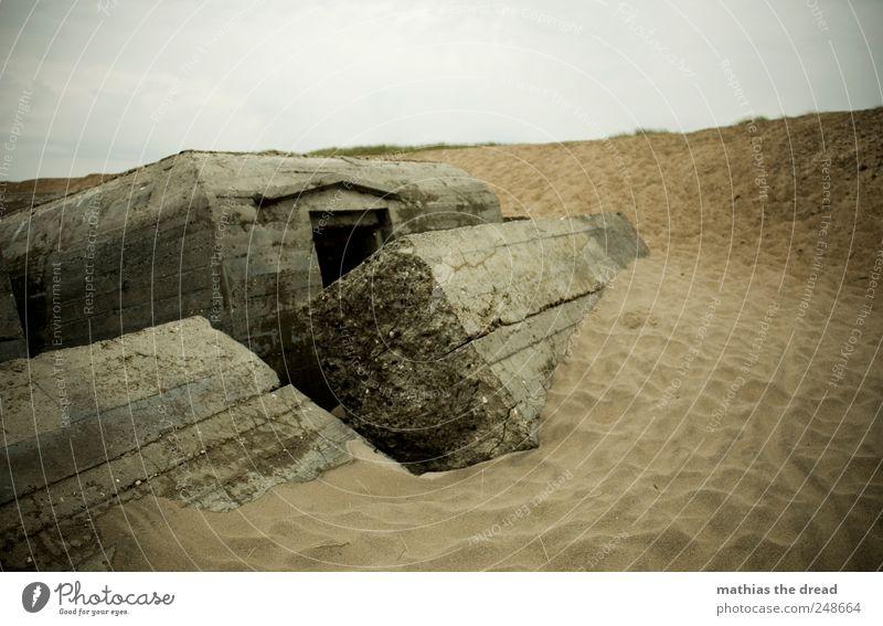 DÄNEMARK - XXXVI Umwelt Natur Landschaft Sand Himmel Wolken Horizont schlechtes Wetter Küste Strand Menschenleer Ruine Bauwerk Gebäude Fassade Fenster Tür