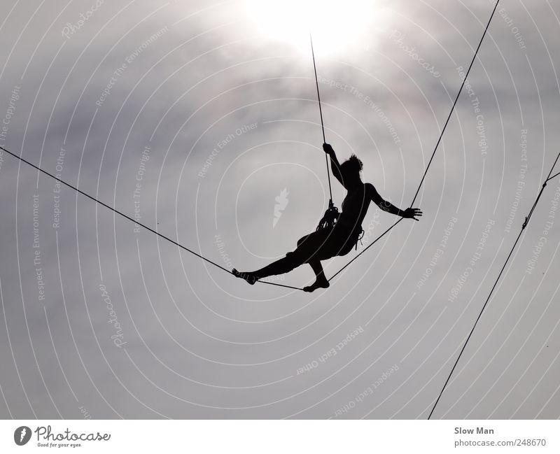 Seiltänzerin IV Freizeit & Hobby Sport Klettern Bergsteigen Dienstleistungsgewerbe Baustelle feminin Frau Erwachsene Theaterschauspiel Zirkus Show Tapferkeit