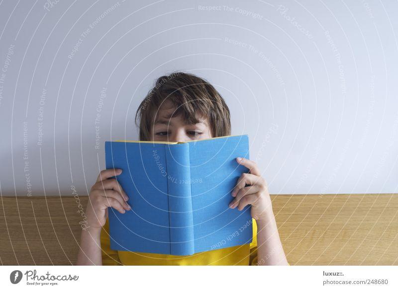 Facebook Kind blau Erholung Junge Schule Wohnung Freizeit & Hobby lernen lesen Bildung Medien entdecken Müdigkeit Schüler Berufsausbildung Printmedien