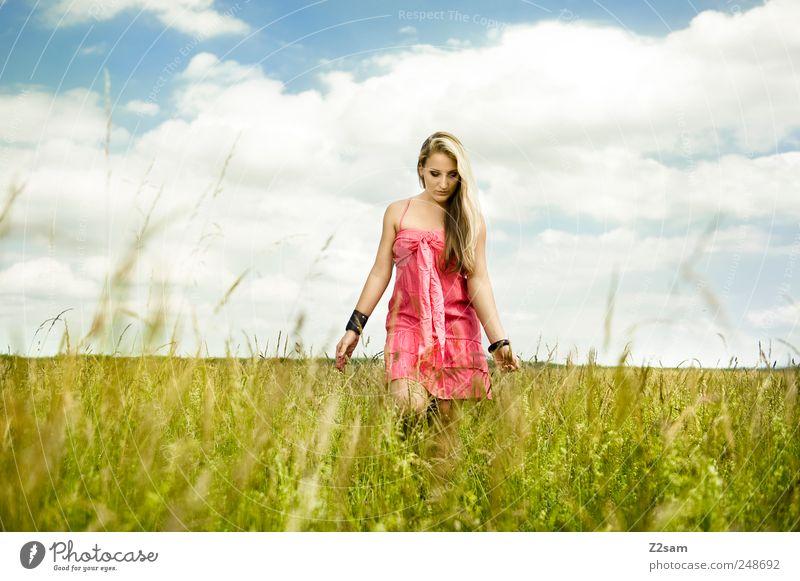 sunshine Lifestyle elegant Erholung feminin Junge Frau Jugendliche 18-30 Jahre Erwachsene Natur Himmel Sommer Wiese Kleid Schmuck blond langhaarig berühren