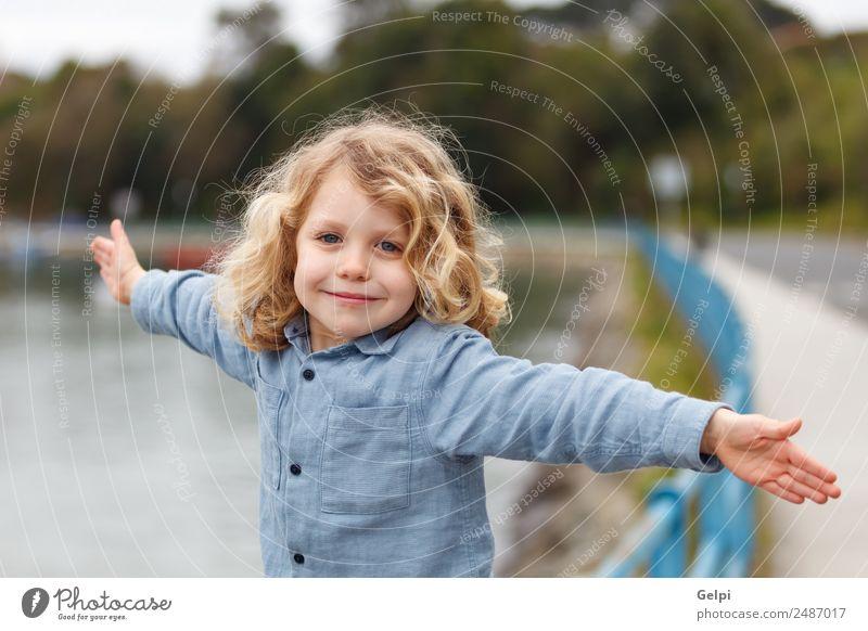 Appy Kleinkind mit langen blonden Haaren Glück schön Gesicht Sommer Strand Meer Kind Mensch Baby Junge Mann Erwachsene Kindheit Umwelt Natur Pflanze Lächeln