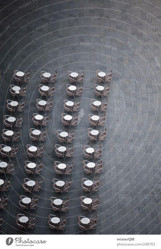 Reise nach Jerusalem. Kunst ästhetisch Symmetrie Markusplatz Venedig Restaurant Stuhl viele Terassenfeld Straßencafé leer unheimlich Reihe Ordnung aufräumen