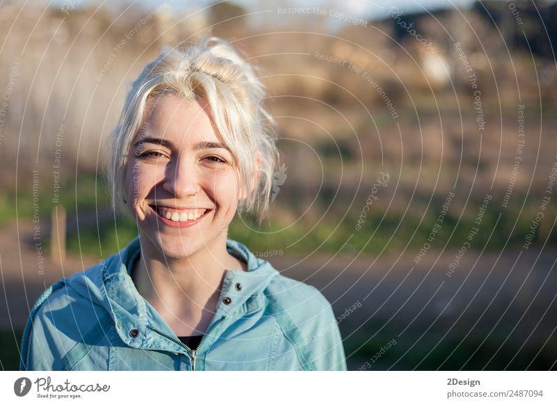 Frau Mensch Natur Jugendliche Junge Frau schön Erwachsene Lifestyle Sport feminin Glück Arbeit & Erwerbstätigkeit Park 13-18 Jahre blond Aktion