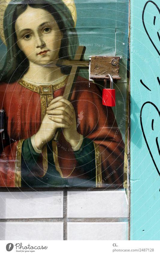 glaube, liebe, hoffnung Frau Erwachsene Gemälde Mauer Wand Schloss Zeichen Herz Kreuz Kraft Vertrauen Schutz Liebe Güte Menschlichkeit trösten Hoffnung Glaube
