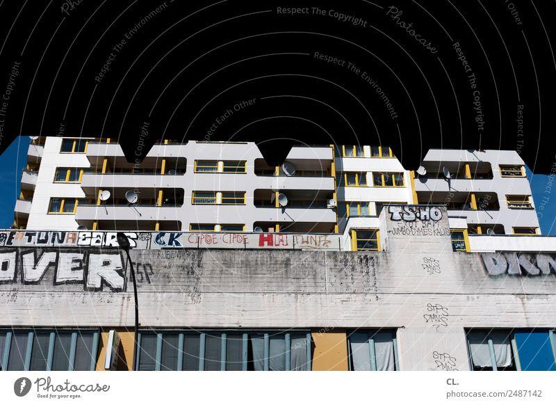 kotti, kreuzberg Stadt Haus Architektur Graffiti Wand Berlin Gebäude Mauer Fassade Häusliches Leben dreckig Hochhaus authentisch Wandel & Veränderung Hauptstadt