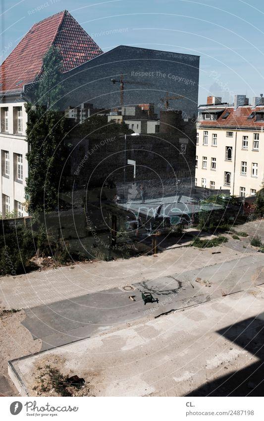 fassade, neukölln Baustelle Berlin Neukölln Stadt Hauptstadt Haus Platz Bauwerk Gebäude Architektur Mauer Wand Fassade Kran authentisch dreckig Unendlichkeit
