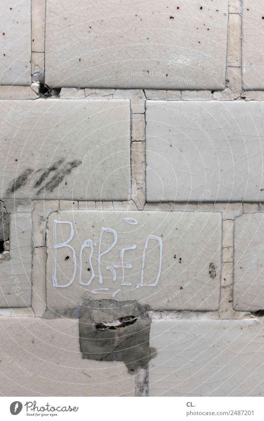 langweilig alt Wand Mauer grau Schriftzeichen dreckig trist kaputt Langeweile Enttäuschung Misserfolg Unlust
