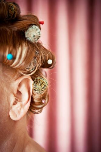 Ohrenschmaus schön Haare & Frisuren Friseur Mensch feminin Frau Erwachsene Kopf 1 Theaterschauspiel Show Stoff Maske Locken Behaarung Streifen drehen hören