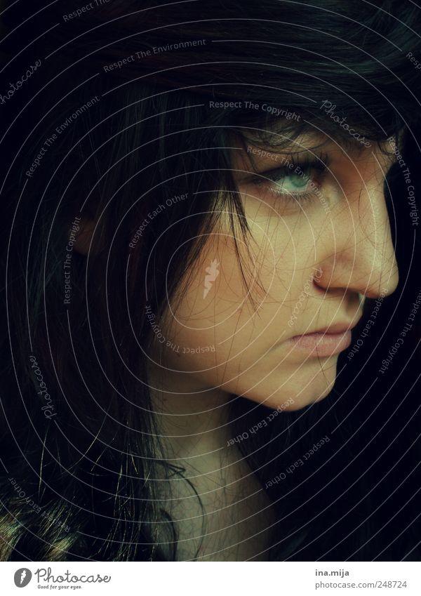 the woman in black Mensch Jugendliche schön ruhig Einsamkeit Gesicht kalt dunkel feminin Gefühle Haare & Frisuren Erwachsene warten ästhetisch bedrohlich