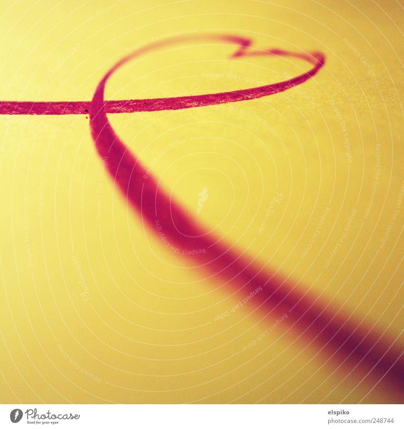 Heartline rot Liebe gelb Kunst Herz Zeichen Kreide Schleife Kunstwerk