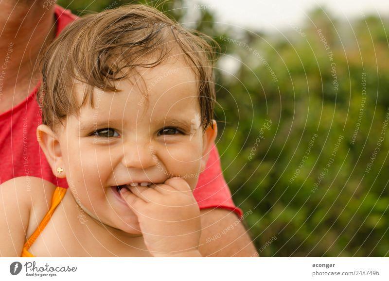 Mädchen Baby lächelnd schön Garten Mensch feminin Kindheit Gesicht 1 0-12 Monate genießen Lächeln lachen Fröhlichkeit frisch Begeisterung niedlich Mund Farbfoto