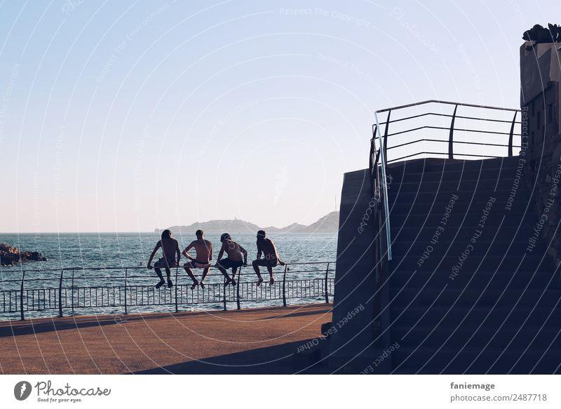les gars Mensch maskulin Junger Mann Jugendliche Körper 4 sitzen Freundschaft Marseille Corniche Südfrankreich Mittelmeer mediterran Erholung Coolness lässig