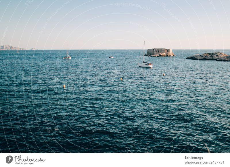 la mer Umwelt Natur Landschaft Wasser Wolkenloser Himmel Schönes Wetter Wärme Wellen Küste blau Marseille Corniche Mittelmeer mediterran Meer Burg oder Schloss