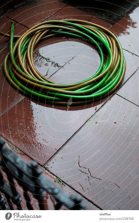 Wasser grün rot Regen nass Kreis schlechtes Wetter Tube